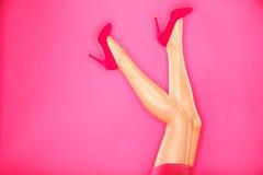De hoge hielen van de manier en sexy benen Royalty-vrije Stock Foto's
