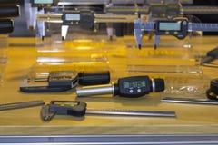 De hoge nauwkeurigheid en modern van digitaal droeg maten voor interne diametercontrole en veel soort afmetingsmeetapparatuur voo royalty-vrije stock foto