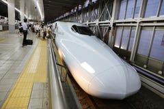 De hoge snelheidsultrasnelle trein van reeksshinkansen Stock Foto