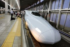 De hoge snelheidsultrasnelle trein van reeksshinkansen Stock Foto's