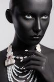 De hoge stijl van de manierschoonheid In Vrouw met Kleurrijke Geschilderde Huid Stock Foto