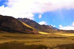 De hoge valleien in de Andes stock foto