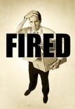 De hogere doos van het zakenman dragende die bureau van het werk droevige wanhopig in brand wordt gestoken Stock Afbeelding
