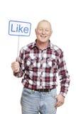 De hogere mens die sociale media houden ondertekent het glimlachen Stock Afbeelding