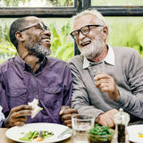 De hogere Mensen ontspannen Levensstijl het Dineren Concept Royalty-vrije Stock Afbeelding