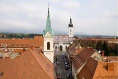 De Hogere Stad in de stad van Zagreb, mening van een toren royalty-vrije stock afbeelding