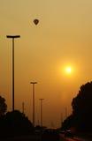 De hogere toen zon van de hete luchtballon! Stock Foto
