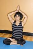 De hogere Vrouw in Yoga stelt Royalty-vrije Stock Foto