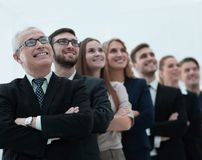 De hogere zakenman en zijn team is het zekere vooruitzien Royalty-vrije Stock Foto