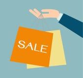 De holding van de bedrijfsmensenhand het winkelen zakken Stock Foto's
