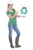De holding van de leerling recyclingsembleem Stock Foto