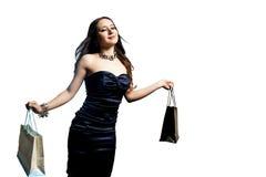 De holding van de vrouw het winkelen zakken Stock Afbeeldingen