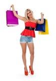 De holding van de vrouw het winkelen zakken tegen Stock Foto