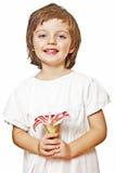 De holding van het meisje bloeit lilly Stock Afbeeldingen