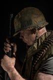 De holding van de V.S. Marine Vietnam War M16 stock fotografie