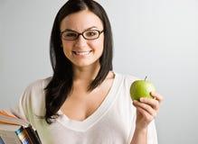De holdingsappel van de vrouw Stock Fotografie