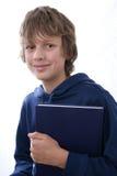 De holdingsboek van de jongen stock fotografie