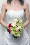 De holdingsboeket van de bruid Stock Afbeelding