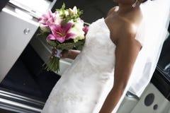 De holdingsboeket van de bruid Stock Fotografie