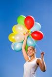 De holdingsbos van de vrouw van ballons Stock Foto