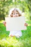 De holdingsdocument van het kind spatie royalty-vrije stock afbeelding