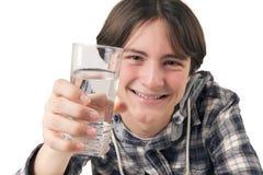 De holdingsglas van de tiener water Stock Fotografie