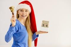 De holdingskalender en klok van de Kerstmisvrouw Royalty-vrije Stock Foto