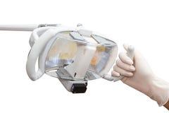 De holdingslamp van de tandartshand in de kliniek van een tandarts Royalty-vrije Stock Fotografie