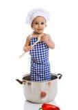 De holdingslepel van de kindchef-kok en status in pot Stock Foto