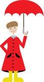 De holdingsparaplu die van de jongen aanpassings rode regenjas draagt Stock Afbeeldingen