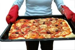 De holdingspizza van de vrouw Royalty-vrije Stock Fotografie