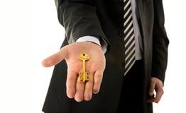 De holdingssleutel van de zakenman Stock Afbeelding