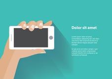 De holdingssmartphone van de hand met het lege scherm Stock Fotografie