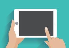 De holdingssmartphone van de hand met het lege scherm royalty-vrije stock afbeeldingen