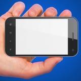 De holdingssmartphone van de hand op blauwe achtergrond. Stock Foto's