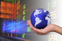 De holdingswereld van de hand Royalty-vrije Stock Afbeeldingen