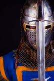 De holdingszwaard van de ridder Stock Foto
