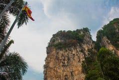 De holen van Batu Indische tempel met goud Kuala Lumpur, Maleisië Stock Afbeeldingen