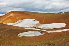 In de holten zijn de sneeuwgebieden van vorig jaar royalty-vrije stock foto