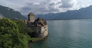 De hommel van het Chillonkasteel - Lucht4k stock videobeelden