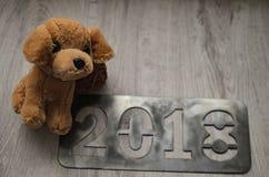 De hond als symbool van 2018 Nieuwjaar met Kerstmis schrijft toe Stock Foto's