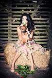 De hond en de bloem van het meisje Stock Foto's
