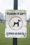 De hond knoeit waarschuwingsbord Stock Afbeeldingen