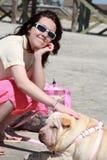 De hond van het meisje Stock Foto's