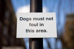 De honden moeten niet bevuilen stock fotografie