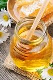 De honingspot en kam van het glas Stock Afbeeldingen