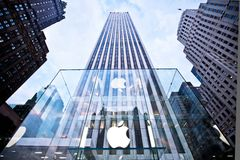De hoofd opslag van de Appel op Vijfde Weg in New York Stock Afbeelding
