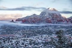 De hoofdbutte Berg van de akadonder en Schoorsteenrots na sneeuwval Royalty-vrije Stock Foto's