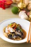 De hoofdsojasaus van stoomvissen, patin zilveren die katvis met chi wordt gestoomd Stock Foto