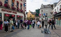 De hoofdstraat van Galway Stock Foto